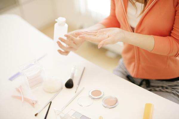 什么水乳面霜补水保湿效果最好?化妆品厂家全新诠释