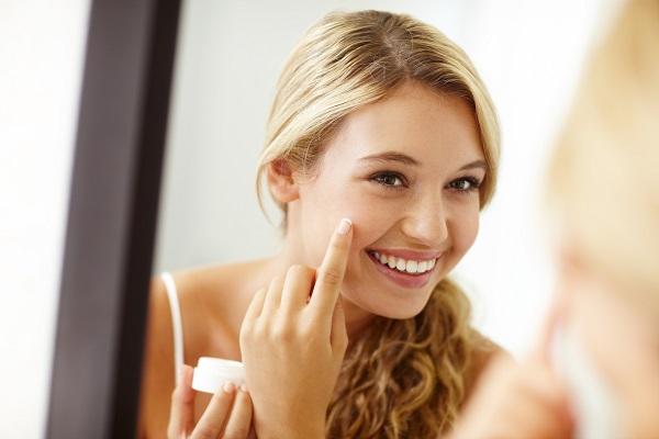 撕拉面膜真的好用吗?撕拉面膜使用前后应该注意哪些事项?