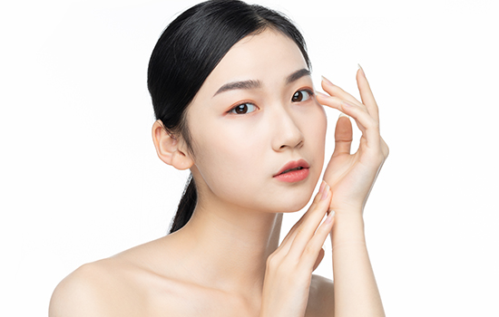 怎么判断肌肤是干还是油?油性敏感肌肤适合用什么护肤品?